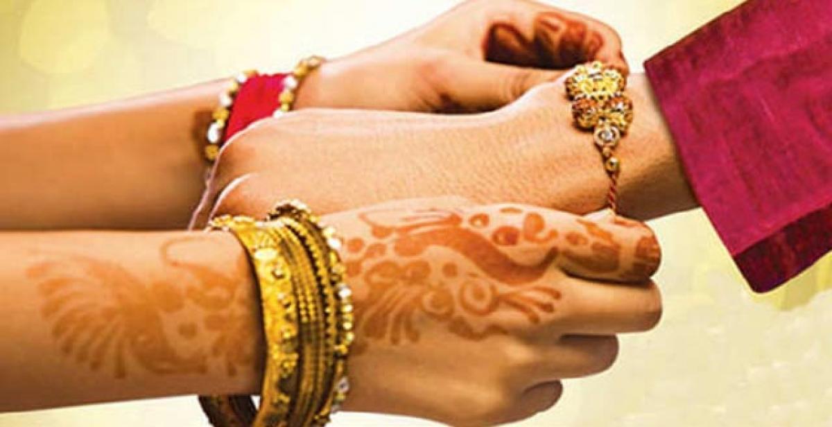 Get free worldwide distribution for rakhis