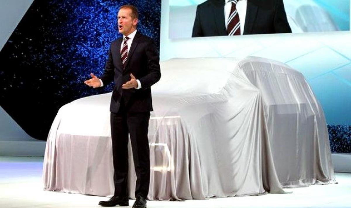 Volkswagen emissions scandal: CEO says sorry at auto show