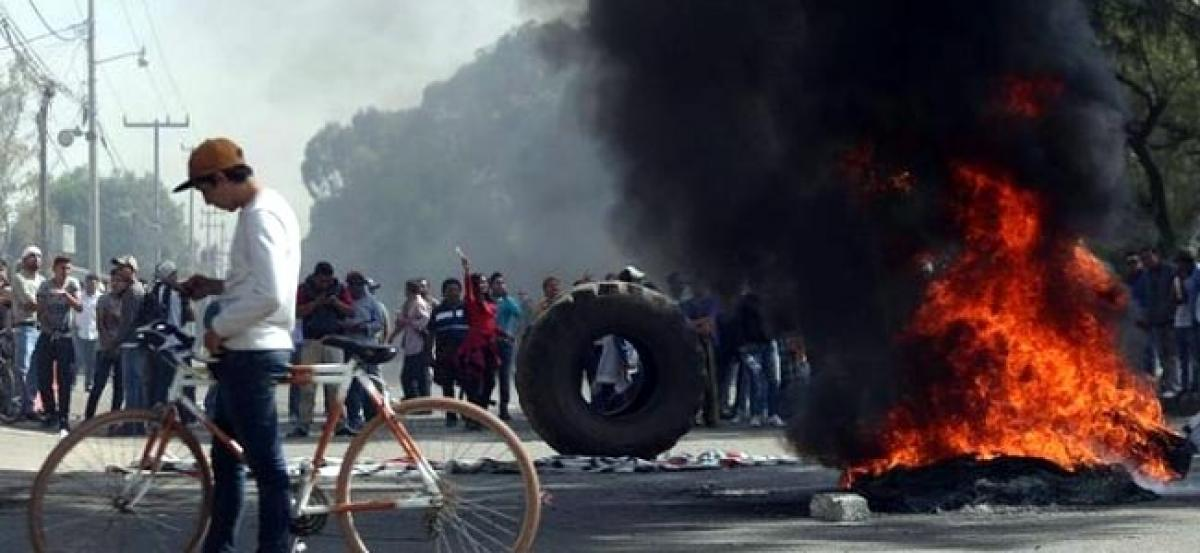 Mexican protesters blockades cause critical situation - Pemex
