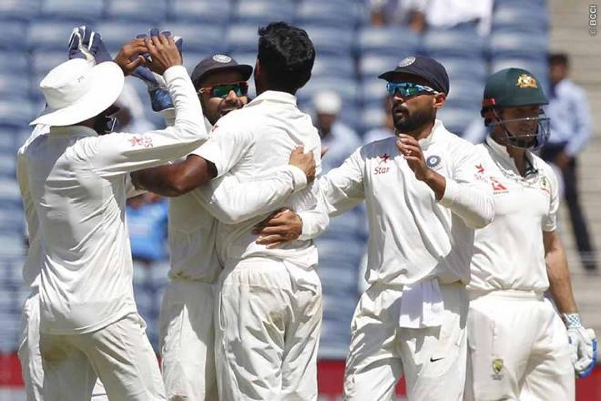 India bowl out Australia for 260 on Day 2