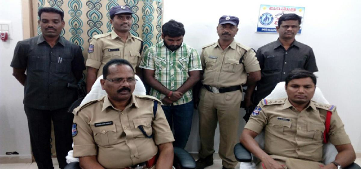 One held for illegal exchange of currency