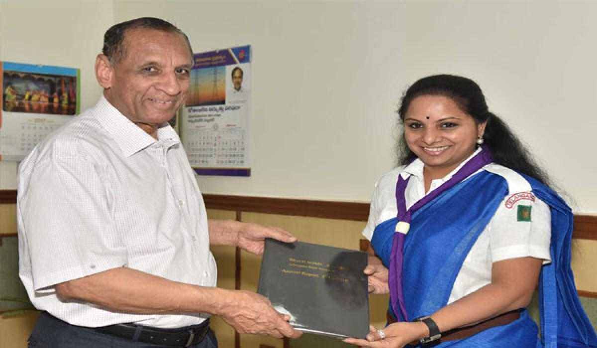 Kavitha briefs Governor  on Scouts & Guides