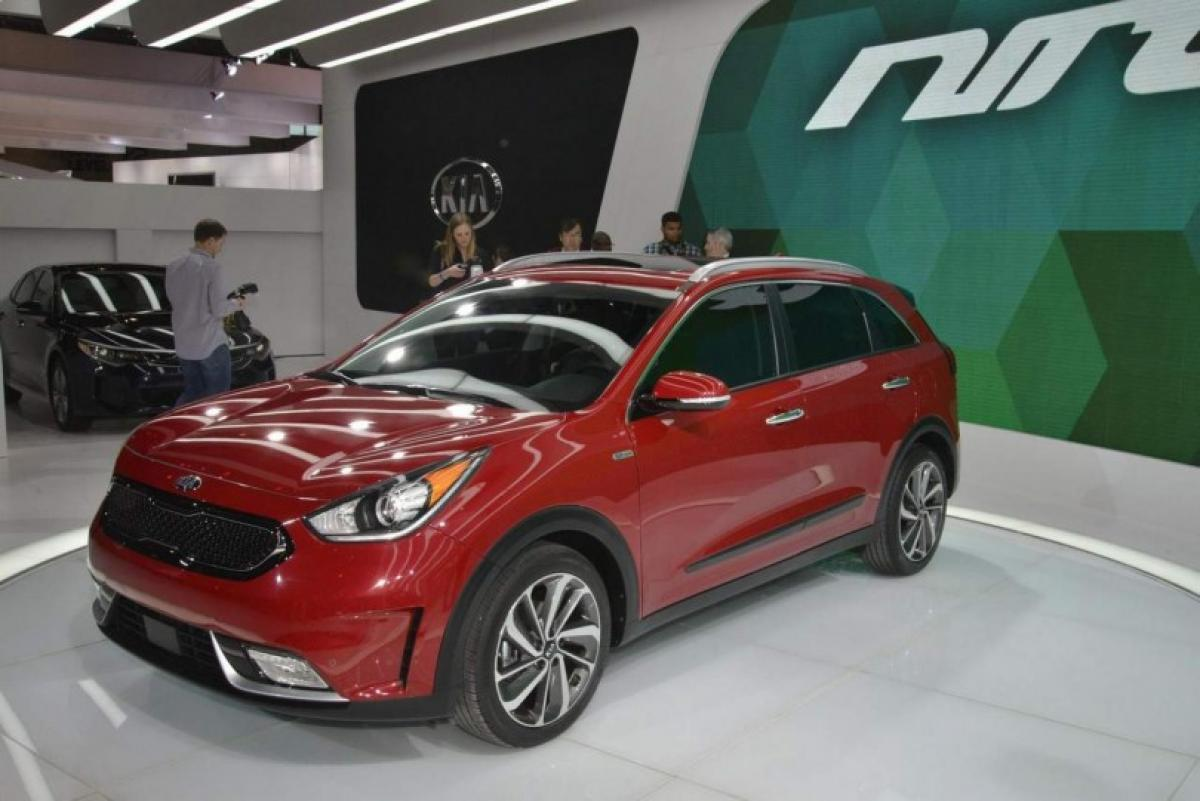 Check out Kia Niro Hybrid Crossover features at 2016 Geneva Motor show