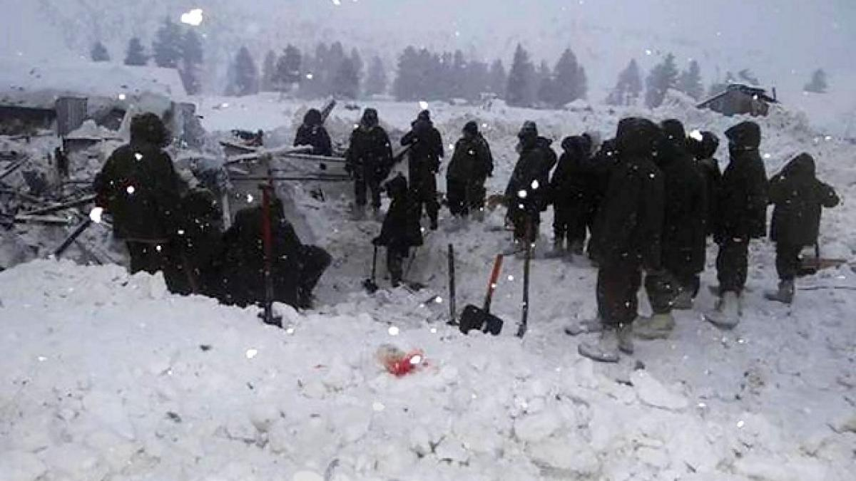 5 soldiers trapped under snow as Army post caves in near LoC in Kashmir