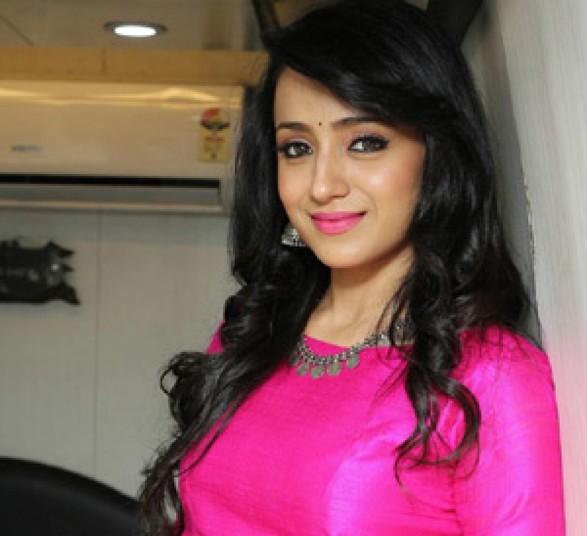 Trisha flaunts her new tattoo