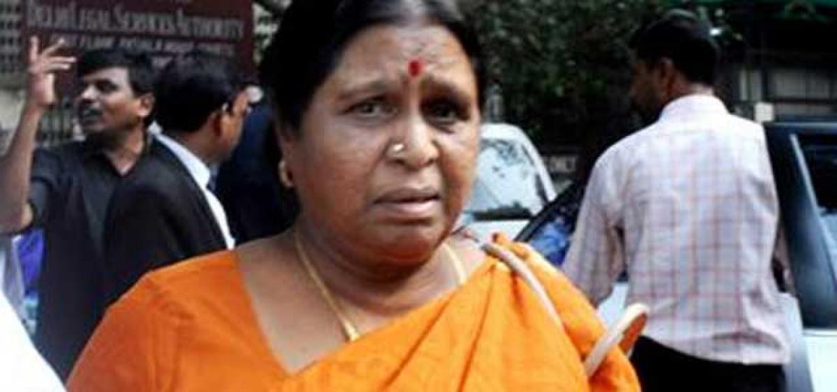 Man wielding toy gun threatens DMK chief's wife
