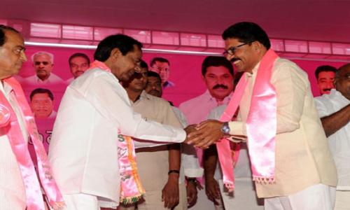 Chief Minister K Chandrashekar Rao goes all guns blazing against Opposition