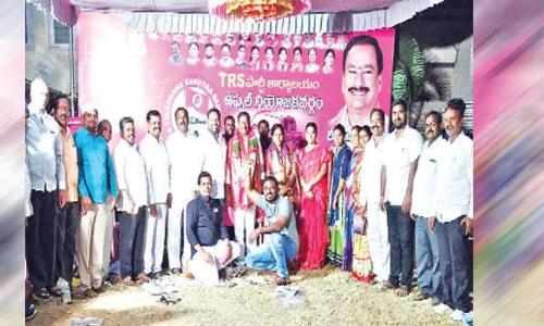 Corporator felicitates Subhash Reddy in Nacharam