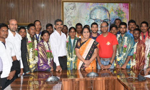14 AP  Social Welfare students feted for scaling Mount Everest