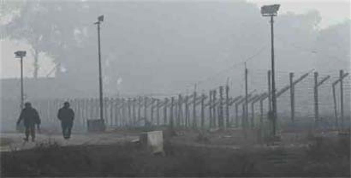 Dense fog, intense cold affects life in Kashmir