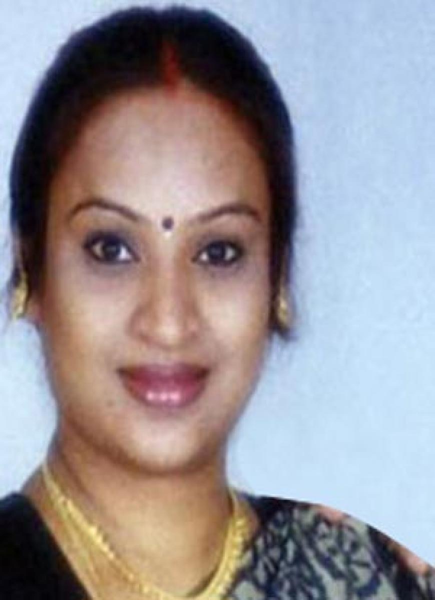 Actress hurls bigamy slur on hubby