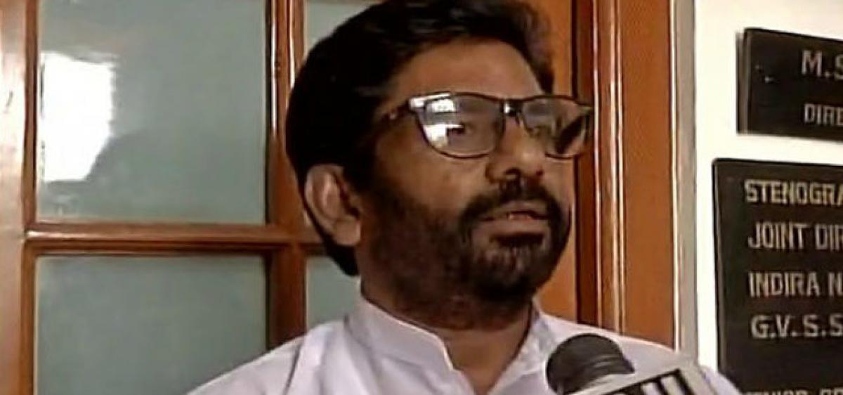 Sena MP assaults Air India staffer