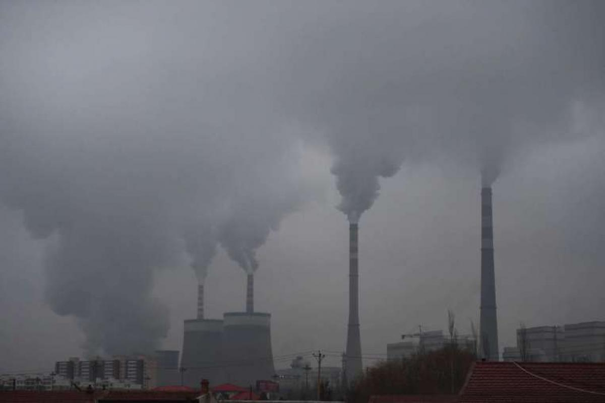 Chinese pledge to cut emissions for dangerous smog not tackle climate change