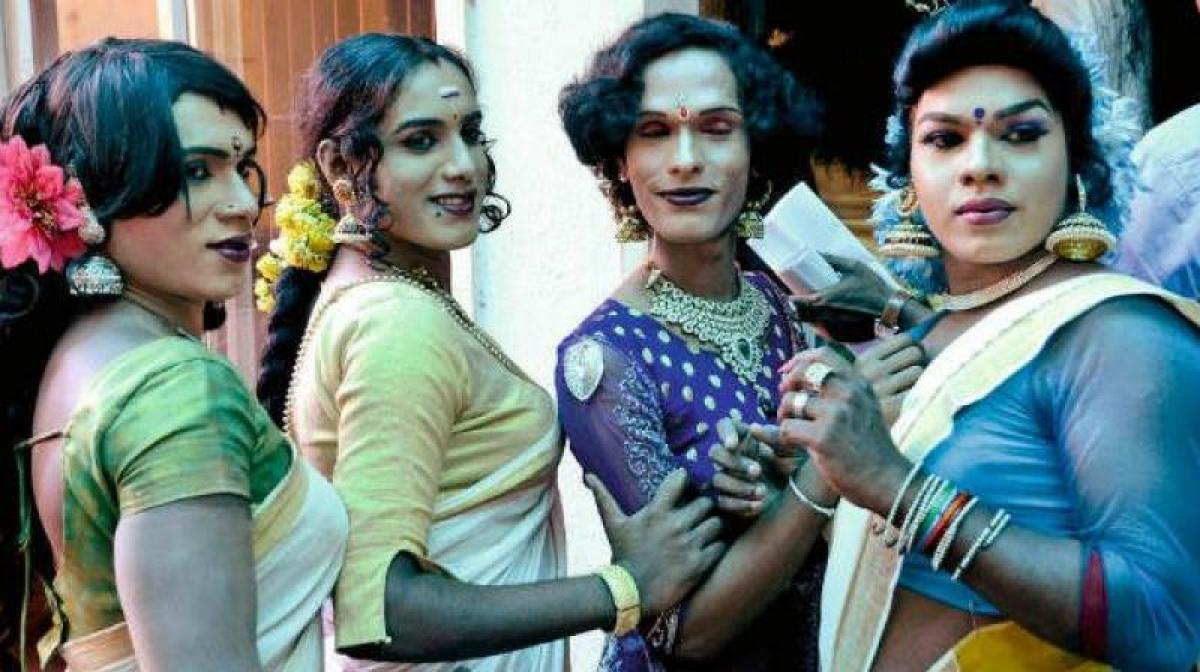 Transgenders in Pakistan celebrate first birthday party in years