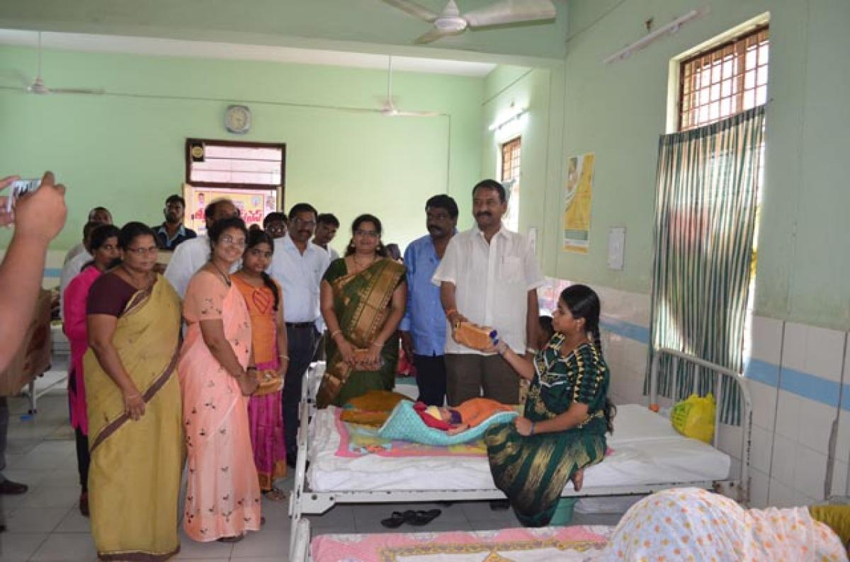 Bread distributed to new mothers