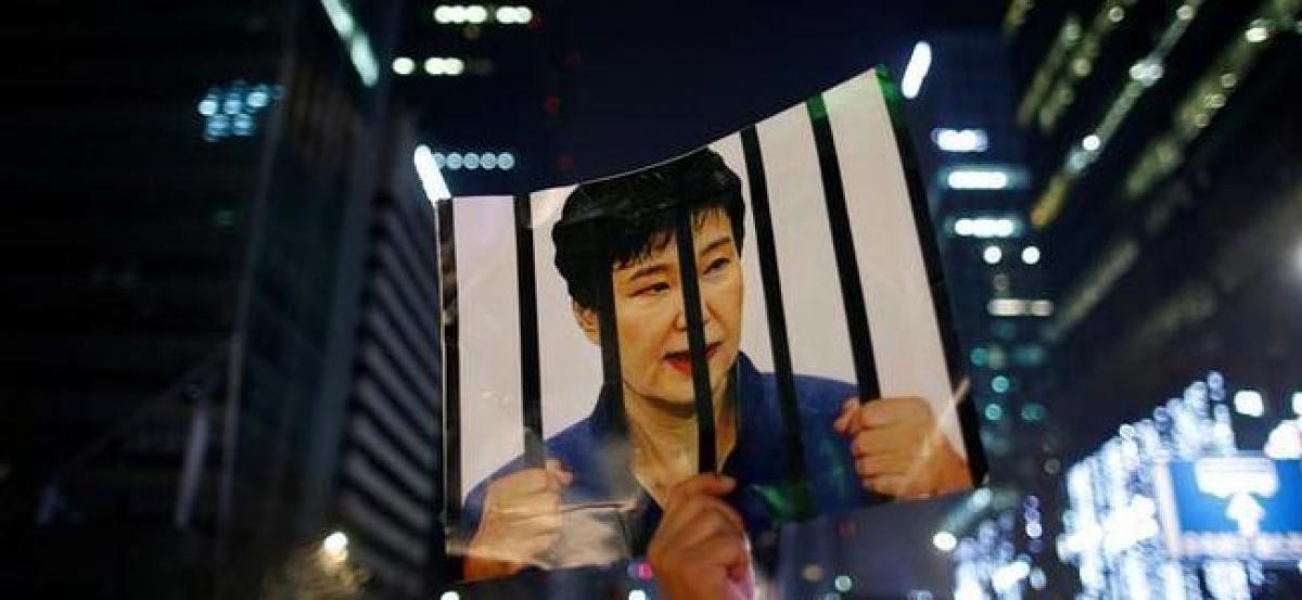 South Koreas presidential Blue House blocks search amid graft probe