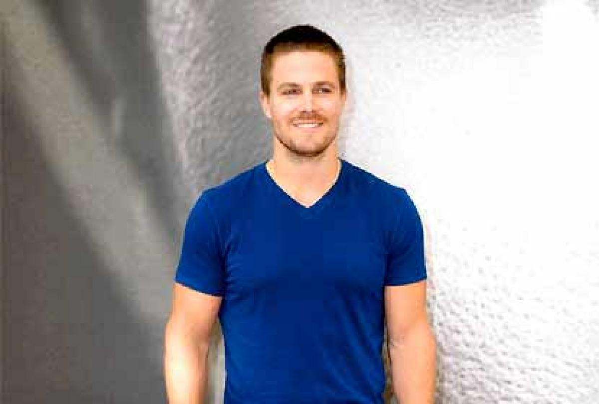Stephen Amell to guest-star on