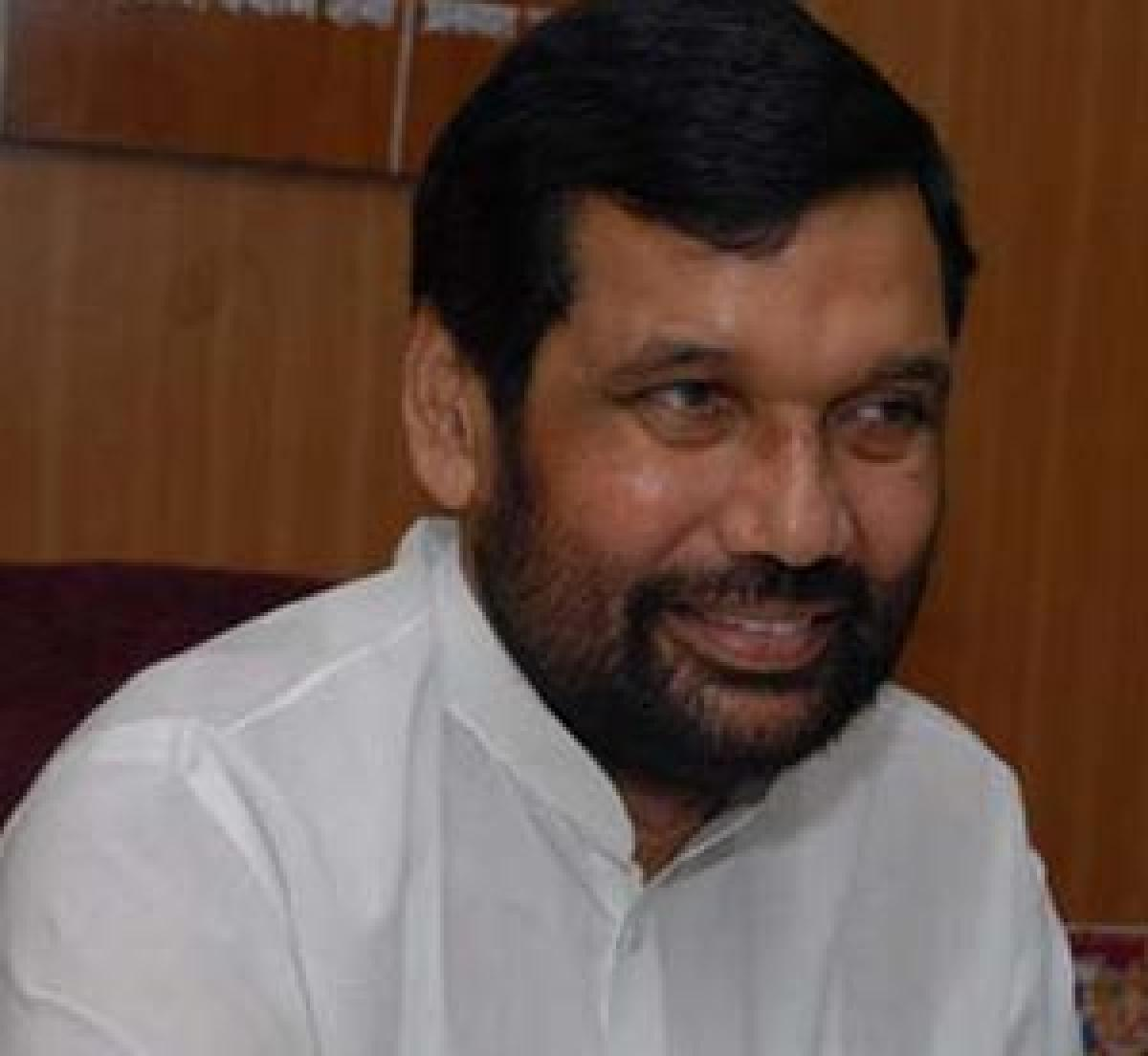 No teeth to check food prices: Paswan