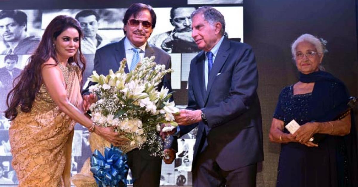 Ratan Tata, Shabana Azmi, Sooraj Barjatya and Athiya Shetty at Dadasaheb Phalke Excellence Awards 2016