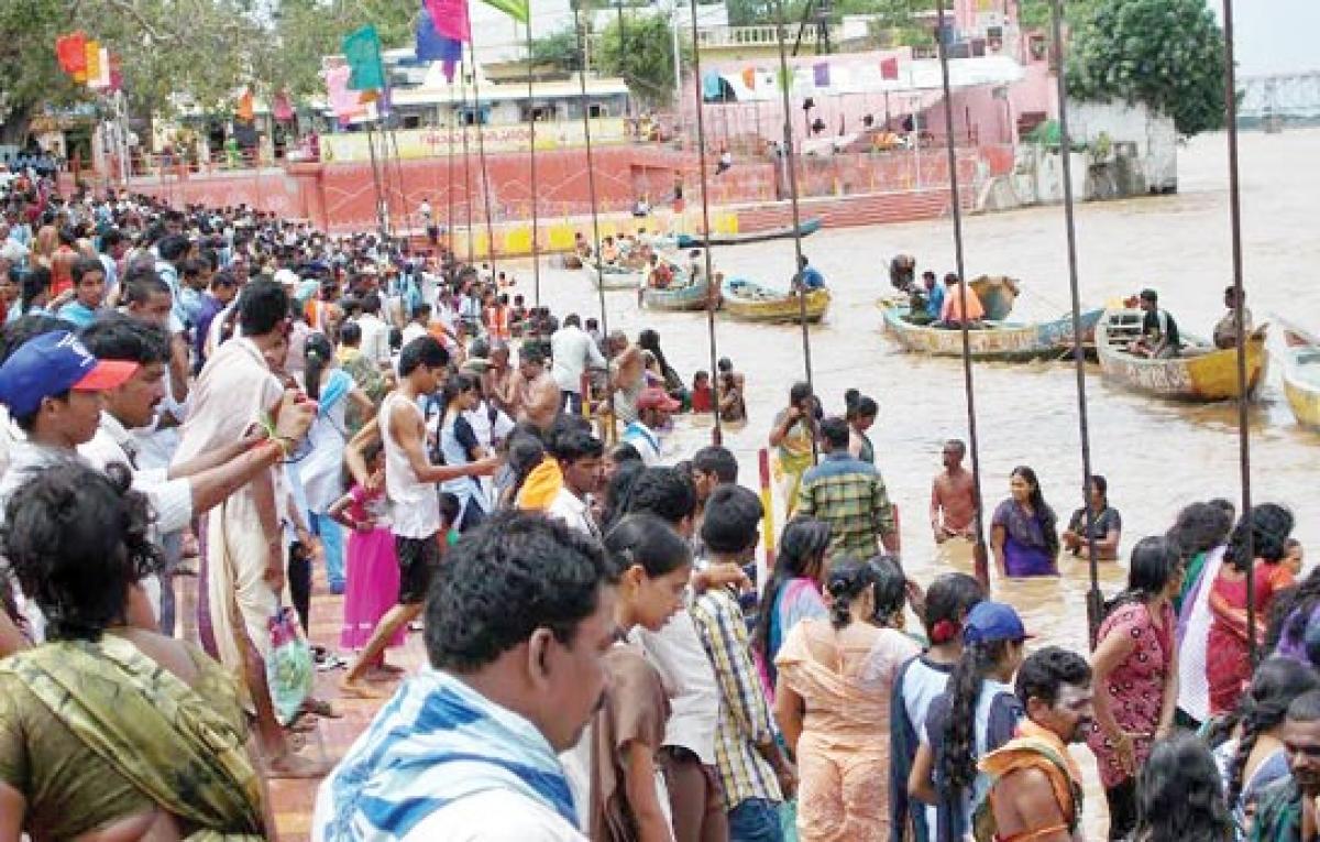 Surge in pilgrim crowds at bathing ghats