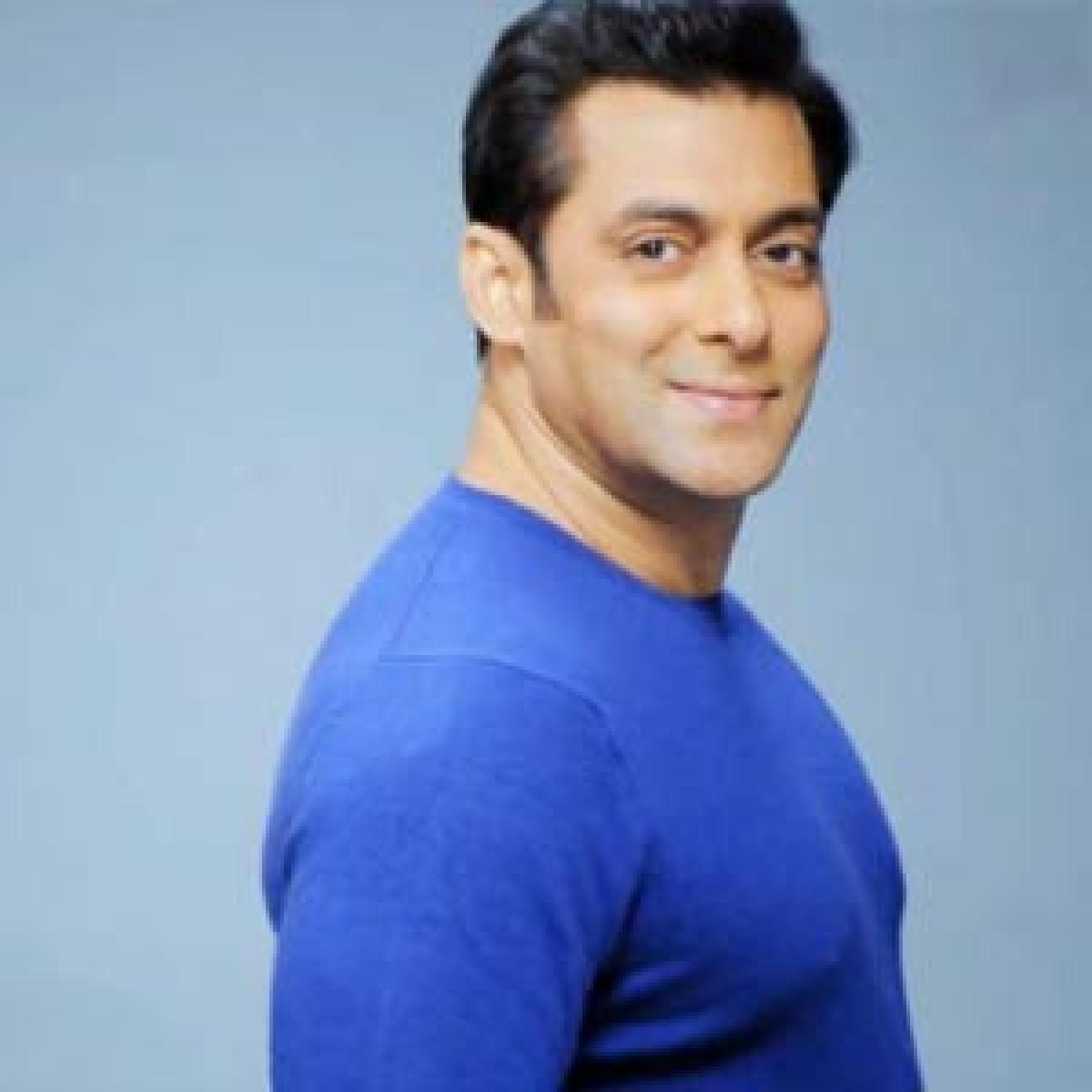 Salman Khan doesnt accept gifts: Jacqueline