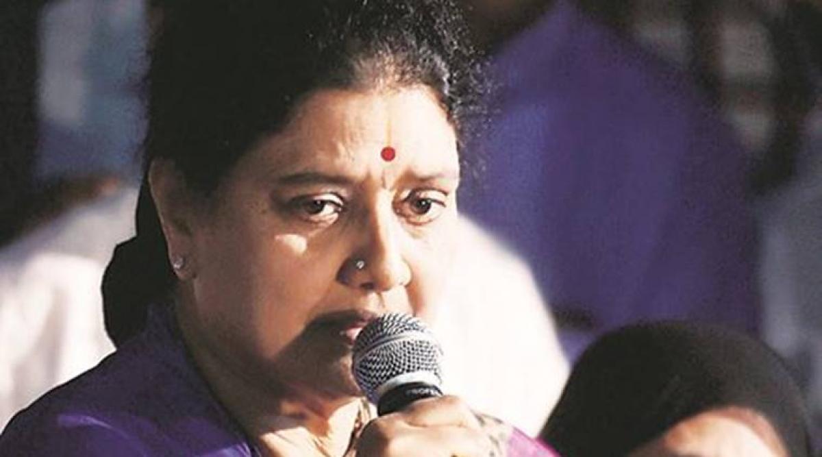 Sasikala reinducts 2 family members sacked by Jayalalithaa