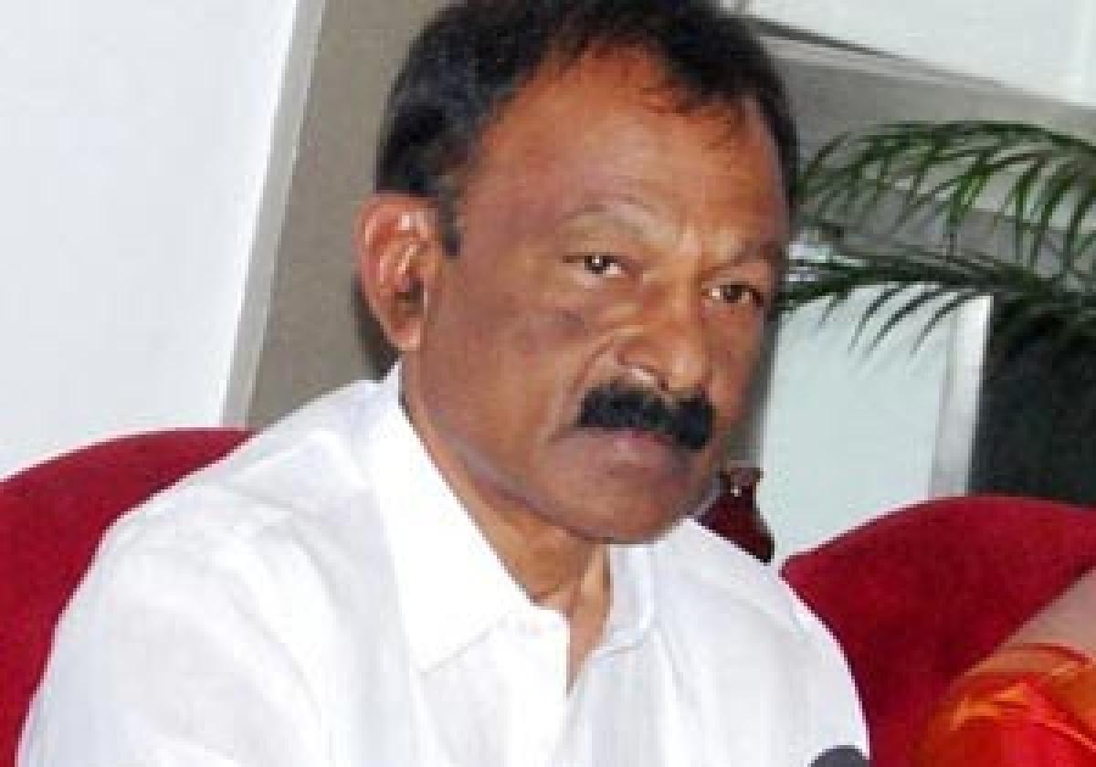 Congress asks Venkaiah CM to seek Special Category Status