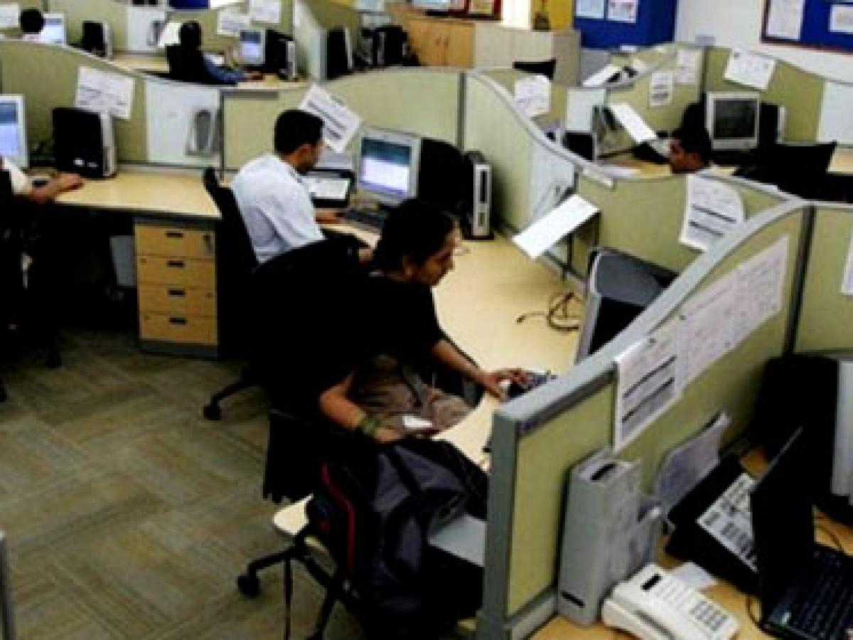 Business sentiment hits decade low, stagnates growth of service sector
