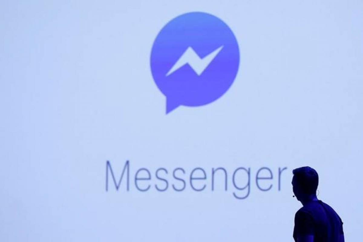 White House shuts phone comment line, promotes Facebook Messenger