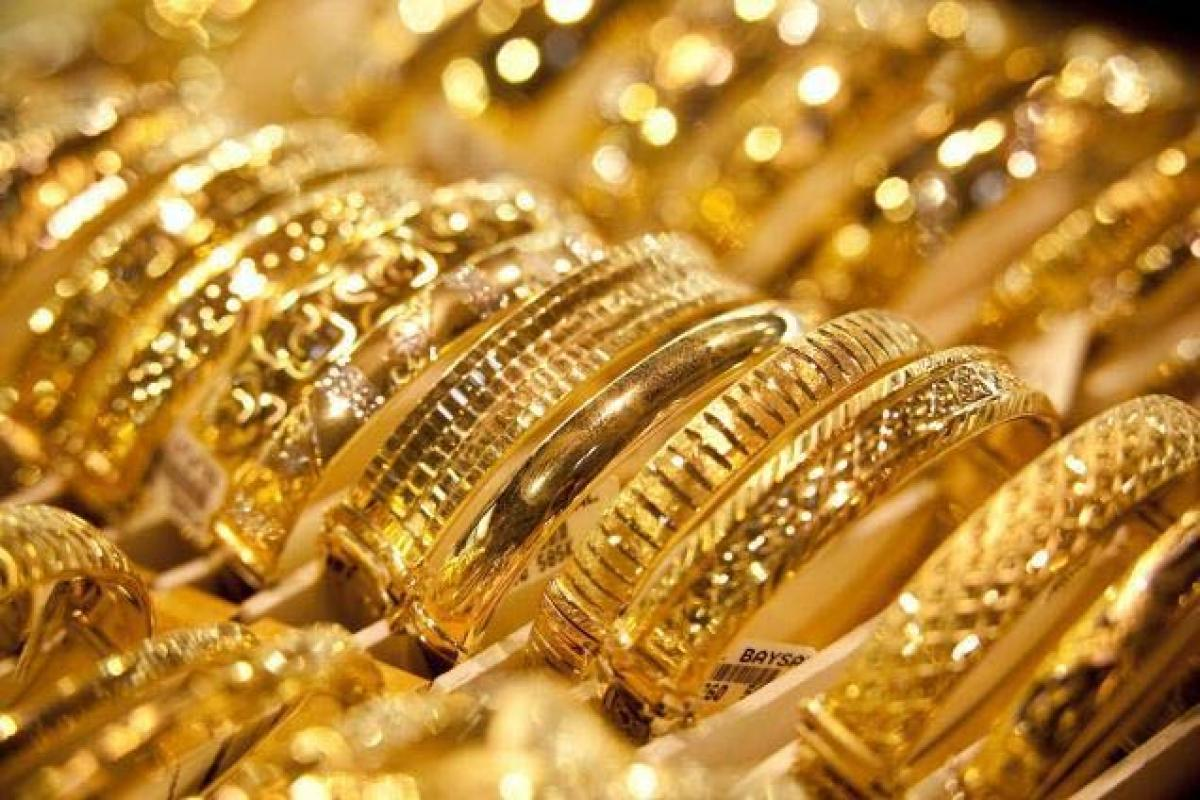 Gold futures extend gains