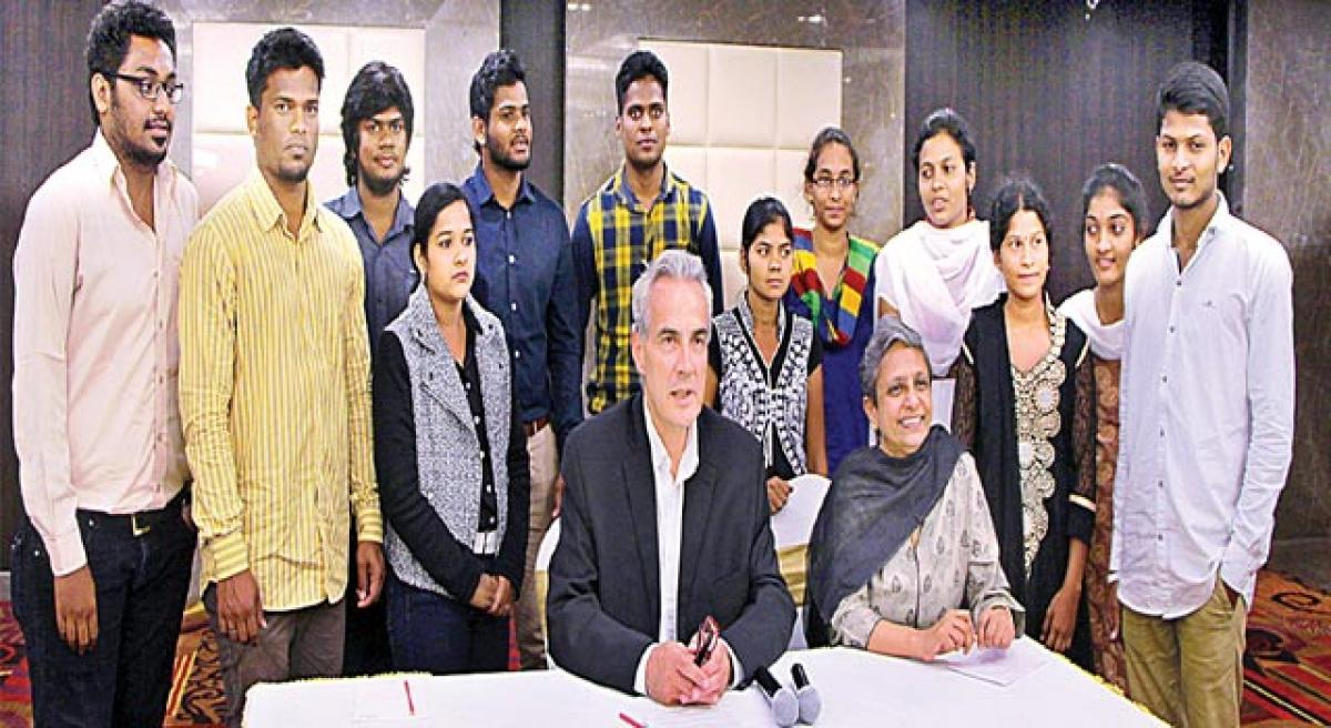 6 AP and TS students fly to US