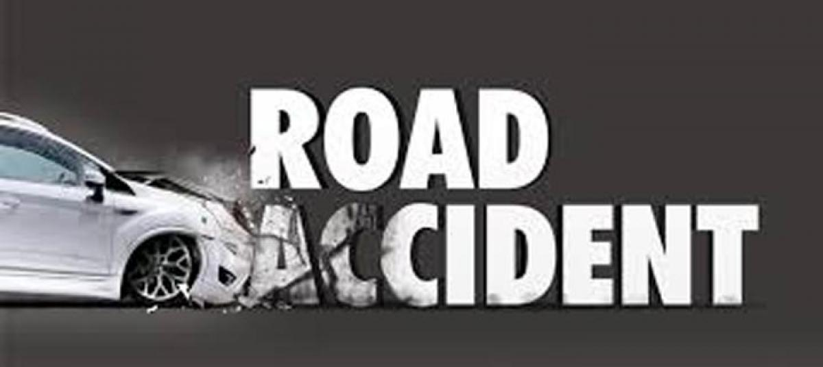 Eluru: Road accident kills two, injures 15