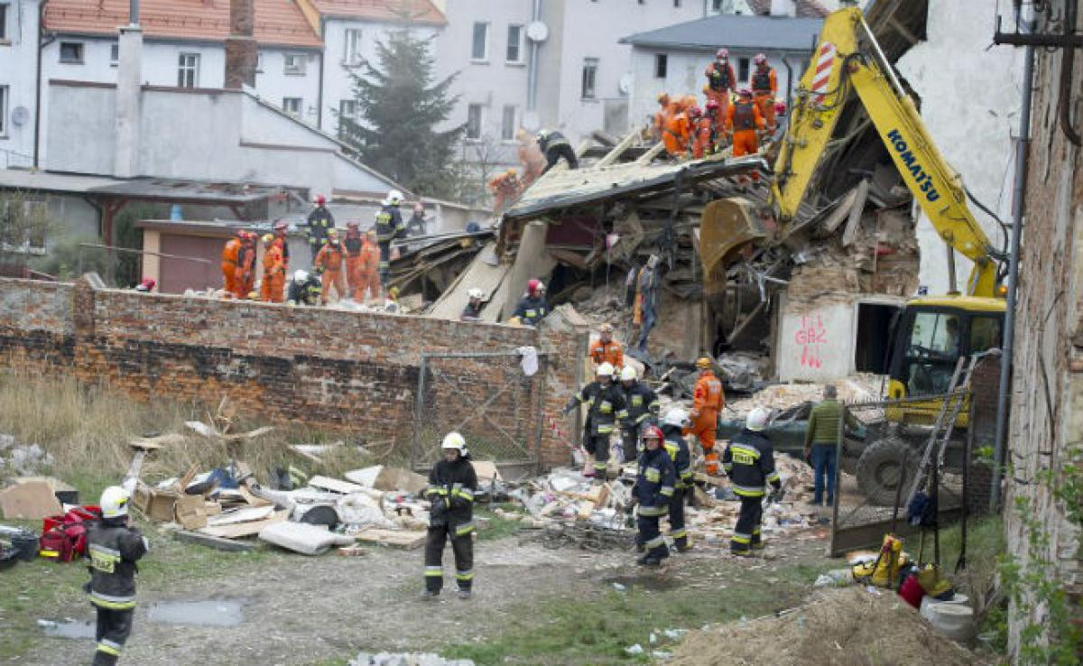 6 People Killed As Building Collapses In Polands Swiebodzice