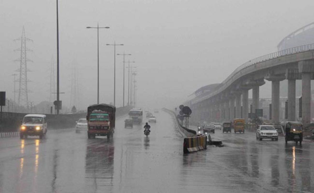 Foggy, cold Saturday morning in Delhi