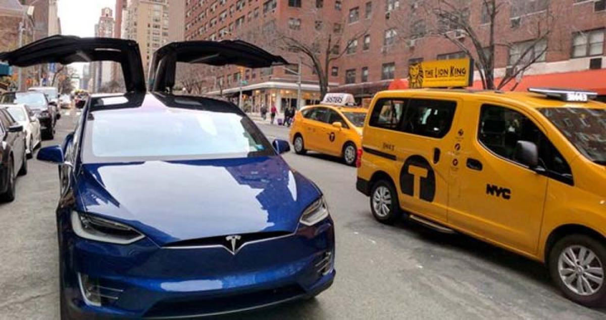 Tesla Motors vehicles can park themselves without a driver inside with a software update