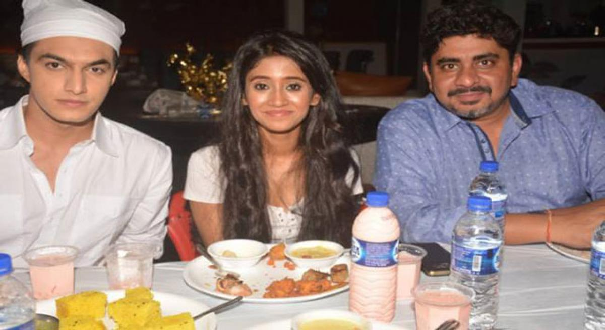Yeh Rishta team celebrate Iftaar on sets!