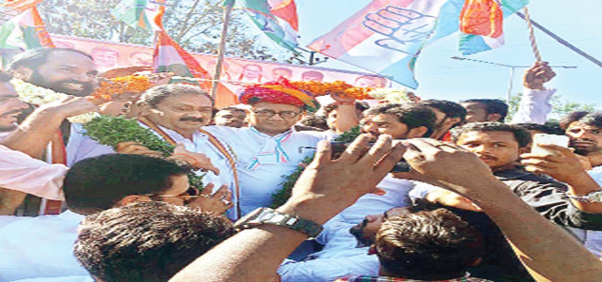 Digvijay slams Modi, KCR