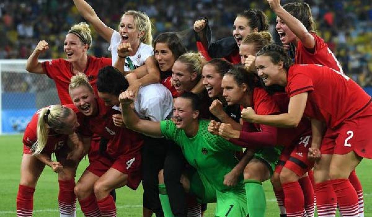 German eves win football gold