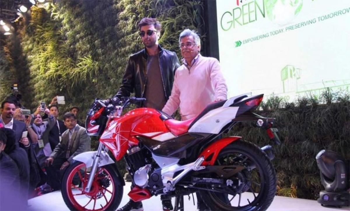 Hero Xtreme 200S unveiled at 2016 Auto Expo by Ranbir Kapoor