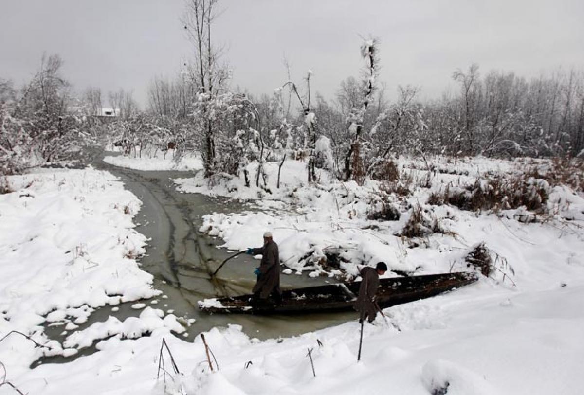 Kashmir Valley cut off, eight dead