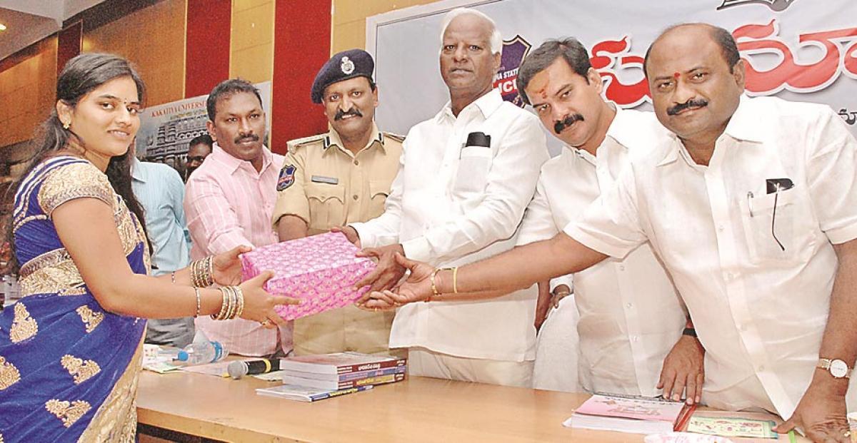 Deputy CM all praise for people-friendly cops