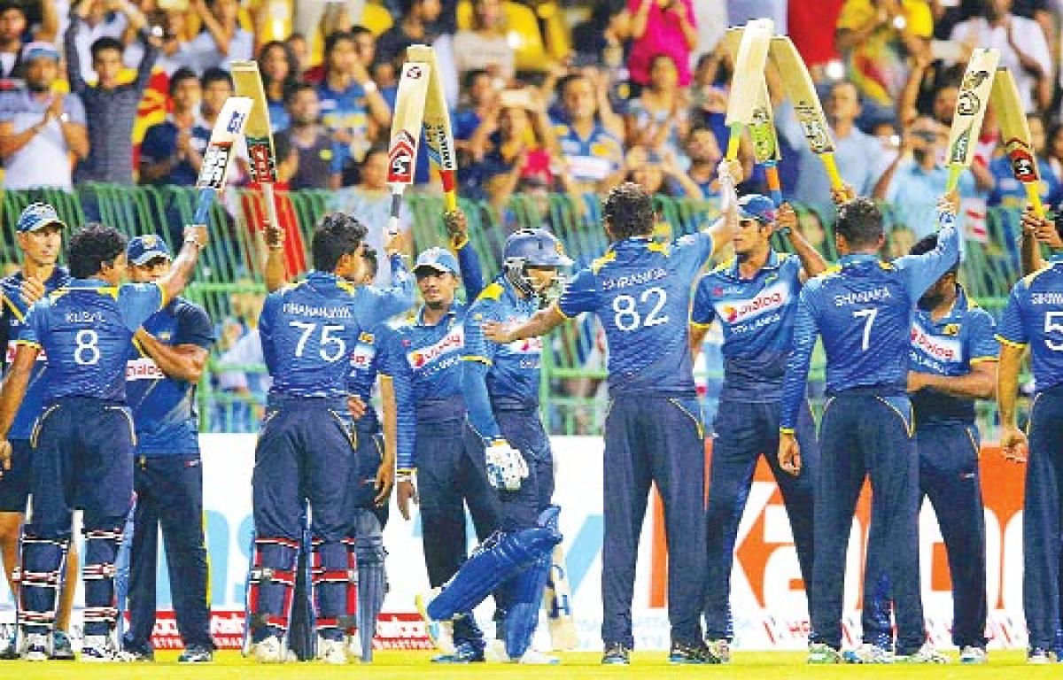 Maxwell spoils Dilshan's party