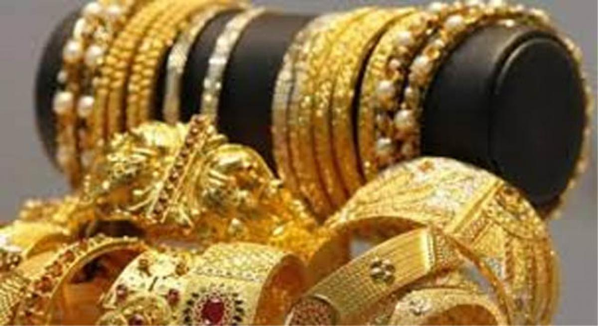 Gold falls Rs 43 in futures trade on weak global cues