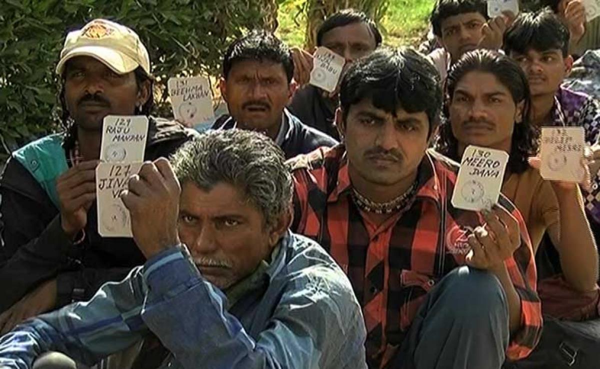 Pakistan releases 220 Indian fishermen