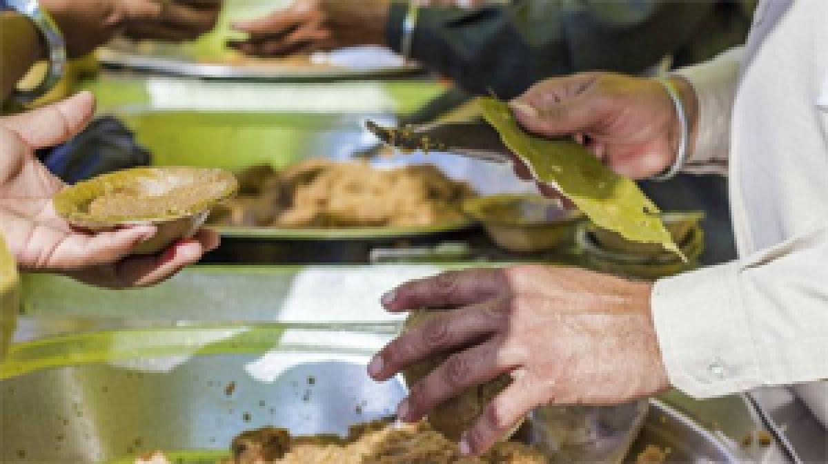 Sikh community kitchens at gurdwaras offer hot meals to Britain