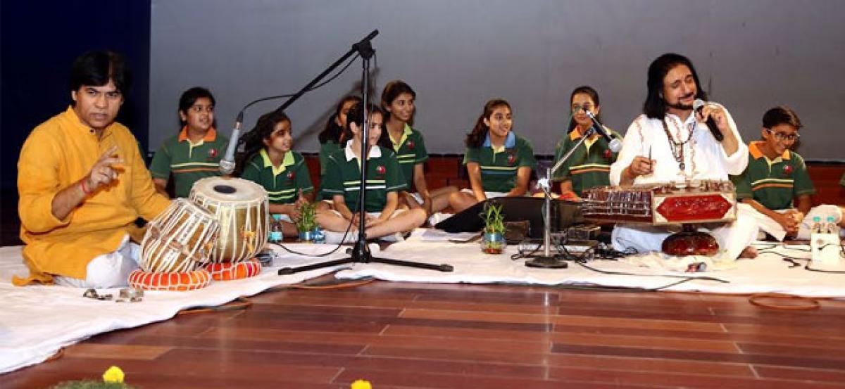 Bhajan Sopori's  melodious ragas enthrall Suncity students