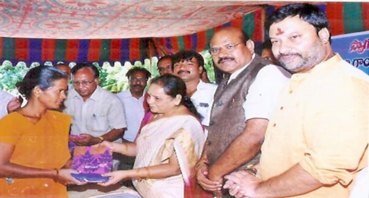 KGKT distributes saris to the poor.