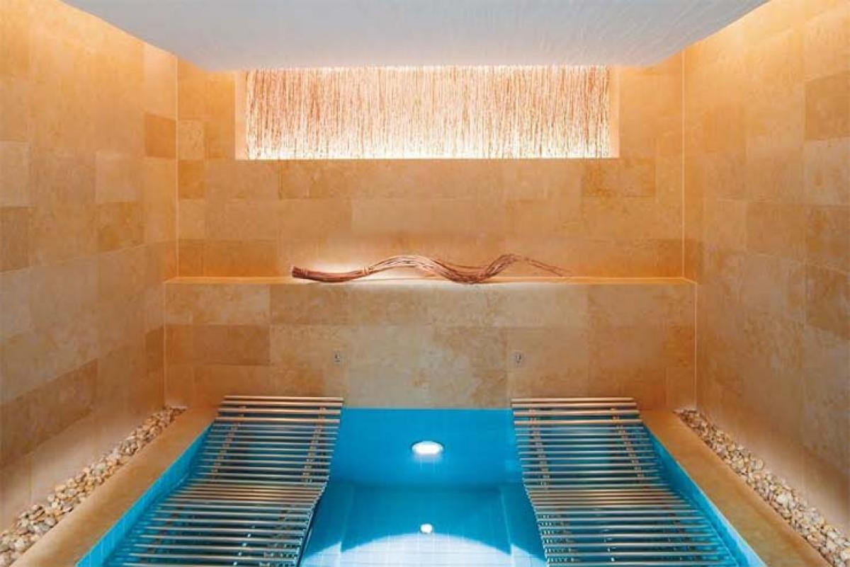 The landmark mandarin oriental,hongkong launches diors first hotel spa treatment in Asia