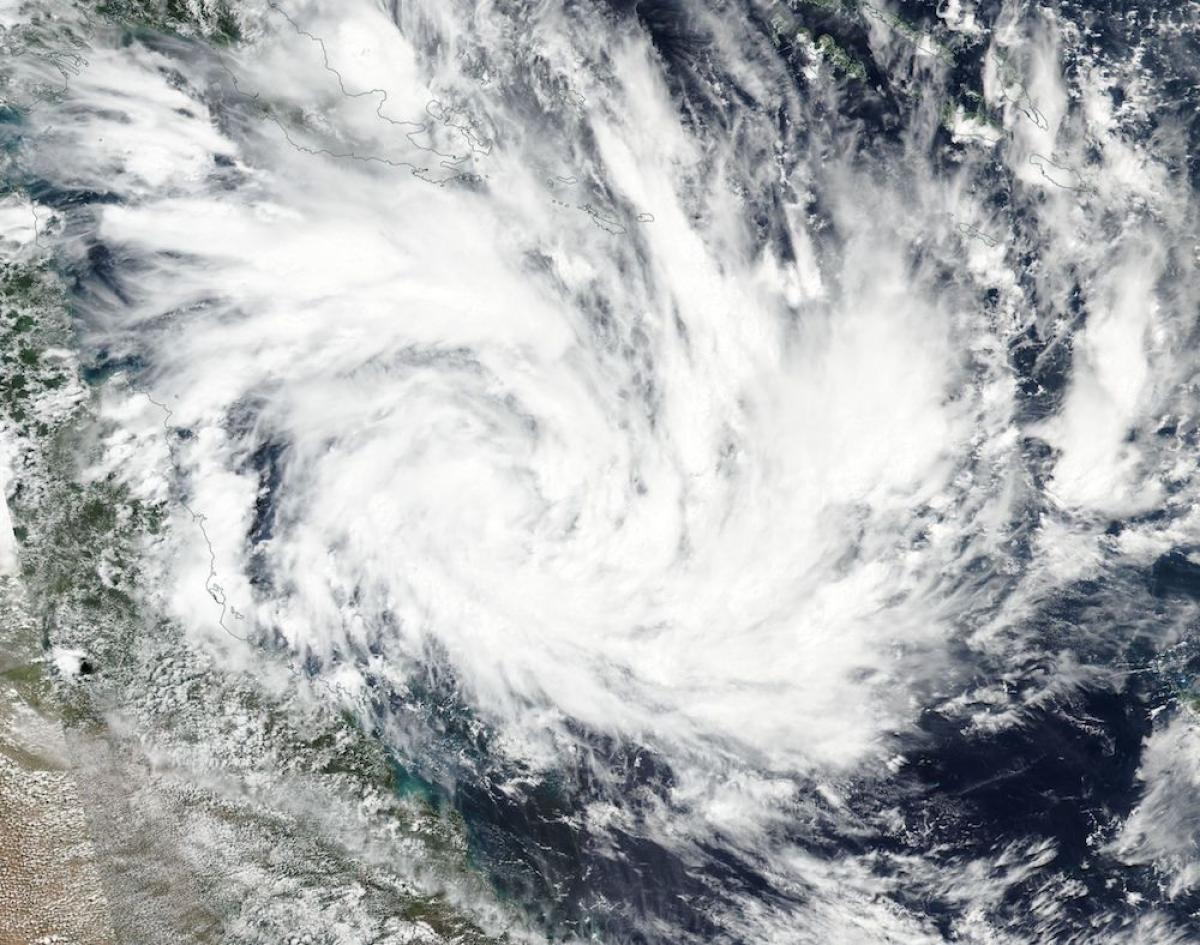 Thousands Evacuated As Cyclone Debbie Bears Down On Australia