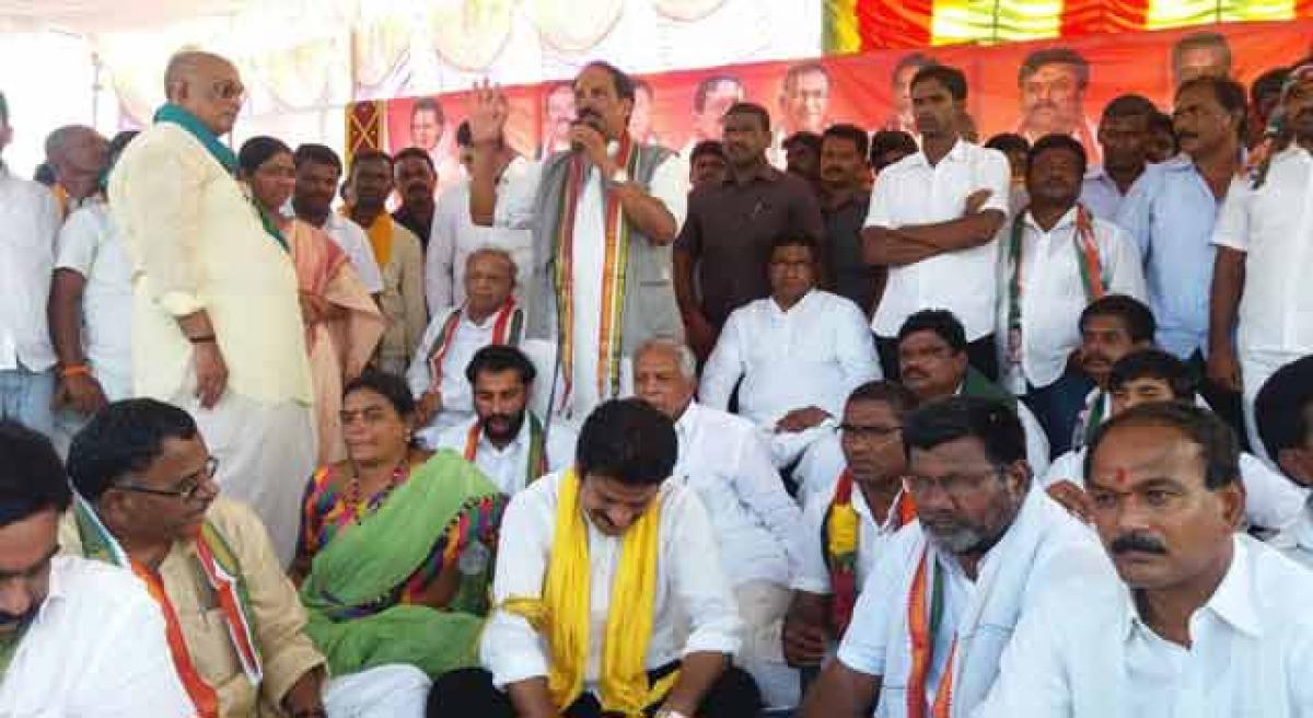 Uttam to meet Karnataka  CM